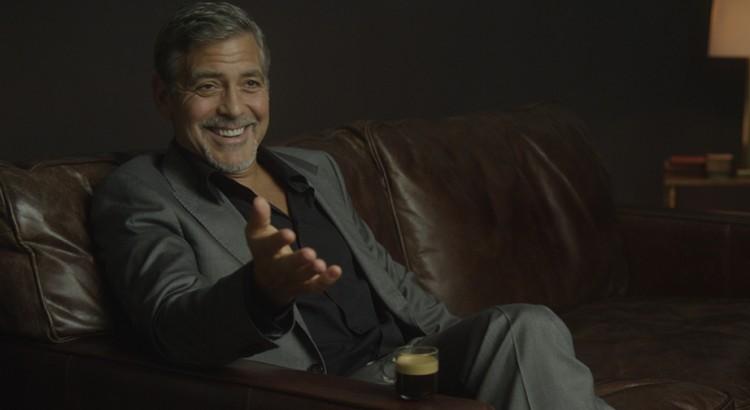 George Clooney verkoopt Nespresso in VS met Danny DeVito
